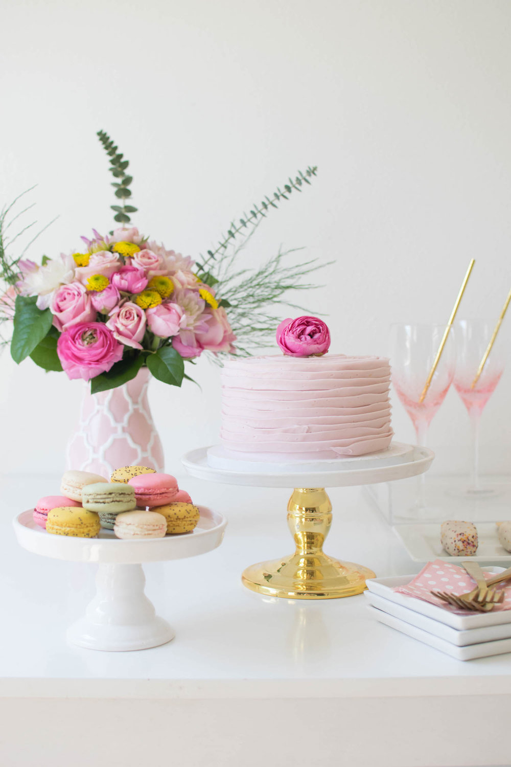creative-diy-wedding-ideas-spring-brunch-tablescape.jpg