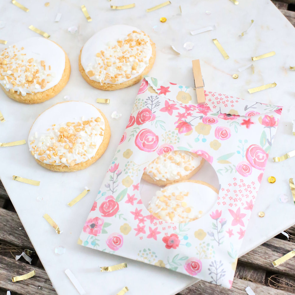 creative-diy-wedding-ideas-spring-cookie-bags.jpg