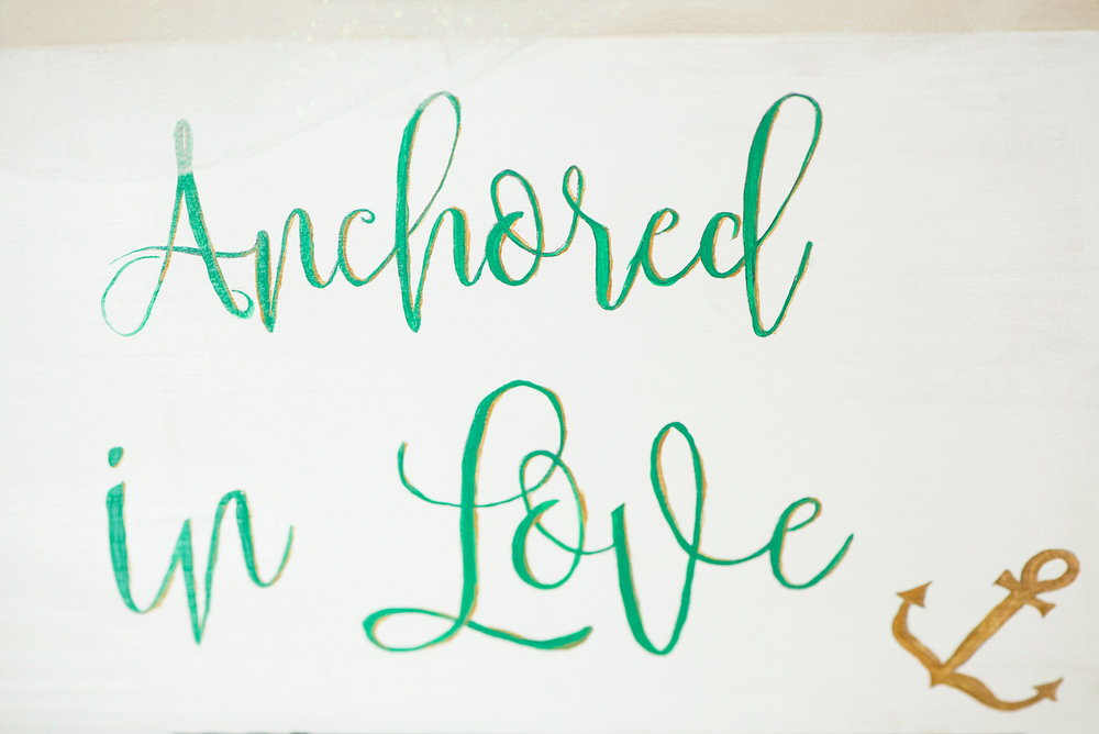 Hawaiian-Elopement-Marianne-Blackham-Photography-signage-2.jpg