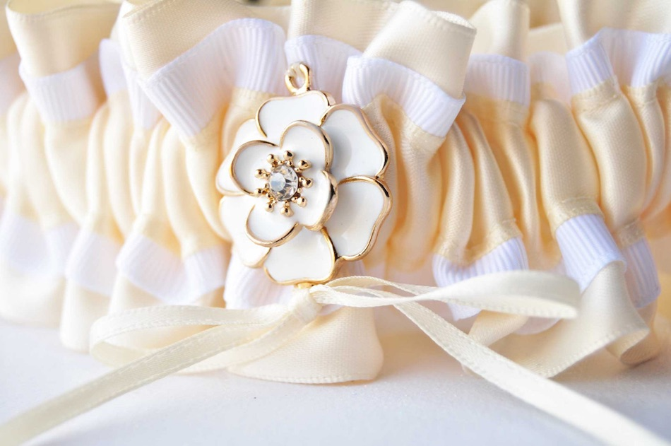 The prettiest of handmade ivory wedding garters - created by Krystal of Knotted and Bent / click to see more on www.BrendasWeddingBlog.com