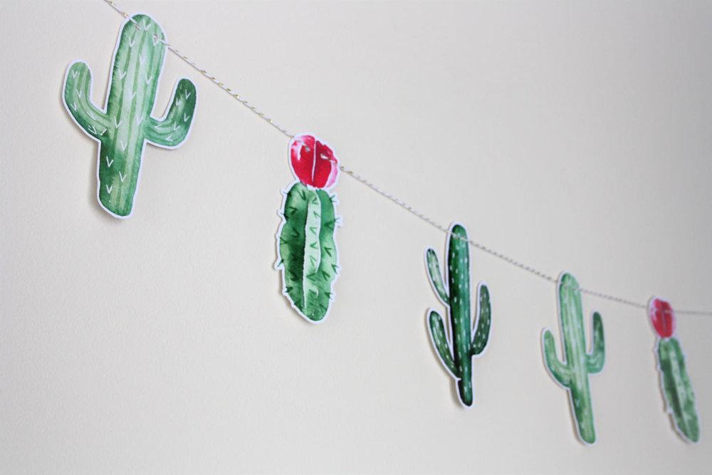 cactus-themed-wedding-ideas-garland.jpg