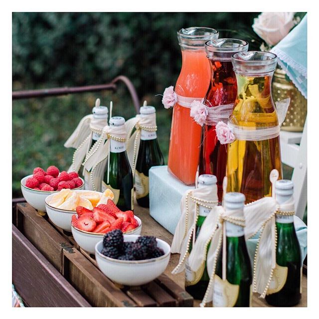 Spring is here and this fantastic Mimosa Station on a darling vintage serving cart by @minteventdesign is so darling. Flashback to the post on 37 Creative DIY Wedding Ideas for Spring - click link in profile to see the entire post - http://www.brendasweddingblog.com/blogs/37-creative-diy-wedding-ideas-for-spring - - - - - #barcart #barcartstyling #barcartdecor #abmhappyhour #BarCarts #ohwowyes #mimosabar #mimosasunday #weddingdesign #abmlifeissweet #myhappypopsofcolor #weddingstyle #weddingideas #engagedtothedetails #designisinthedetails #weddingpros #intimatewedding #weddingblogger #weddingblog #dailydoseofcolor #studiodiysugarfix #dailydoseofpretty #abmlifeiscolorful #sobestfriendsforfrosting #postitfortheaesthetic #weddingdrinks #weddingbrunch #partyideas #brendasweddingblog