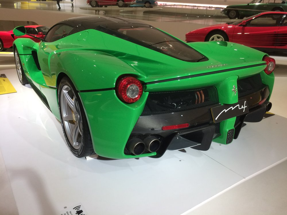 2013 v12 -LaFerrari - 350km/h; 499 made
