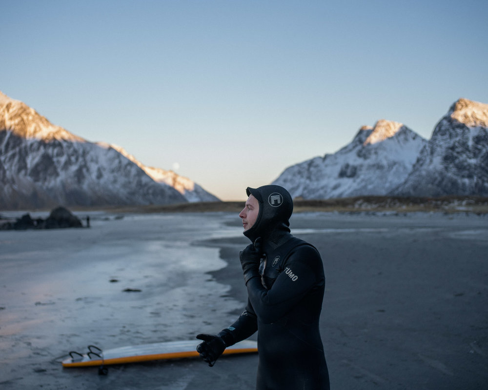 A surfer is getting ready to take off his suit after a couple of hours in the waves of Flakstad