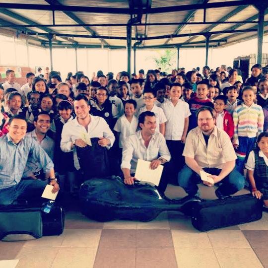 EDUCATION & OUTREACH PROYECTOS EDUCATIVOS & SOCIALES