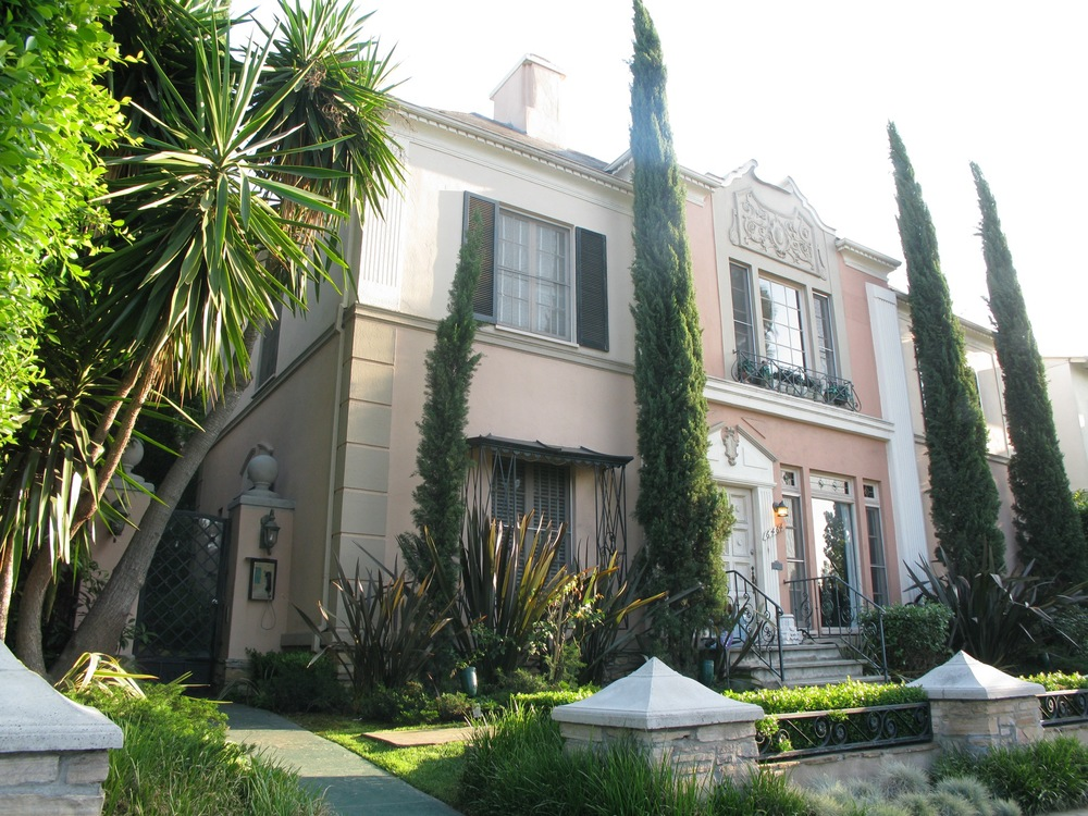 > 2 Bedroom/1 Bath, upper-back, private yard  in historic South Carthay/Beverly Center @ $2,795
