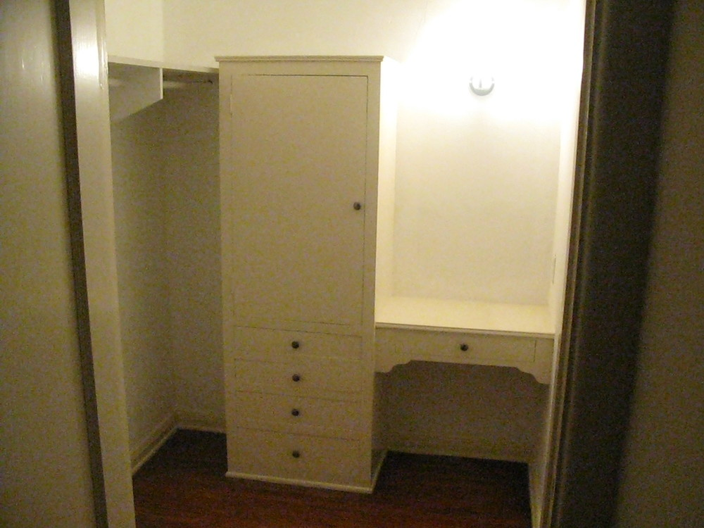 Dressing closet in Living Room can be Office
