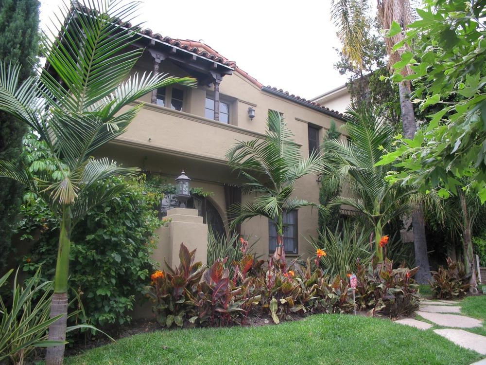 511 North Sycamore Av, Hancock Park, walk to La Brea, Melrose, Beverly and minutes to The Grove, Farmer's Market, Paramount Studios, WeHo, Hollywood...great location, tony setting!