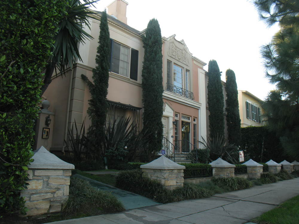 > Historic Le Petit Chateau Olimpique 2 Bed/1 Ba Upper-Front, Aug 1st @ $2,795