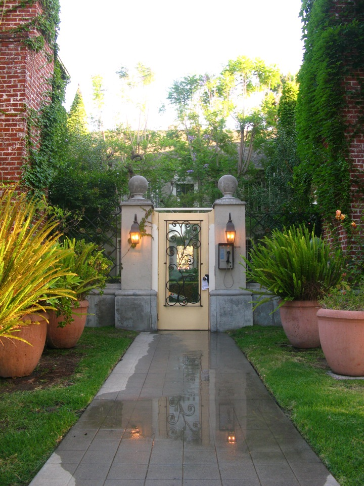 Historic designated Chateaux Olimpique, 2 BD+1 Ba, upper-back of courtyard @ $3,750