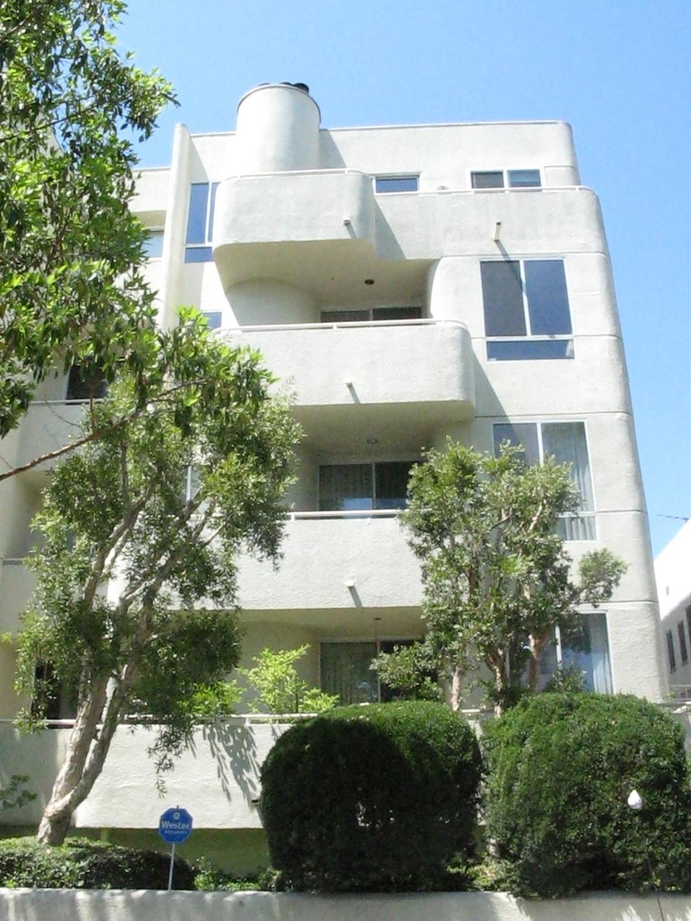 Penthouse (top floor) La Cienega / Pico 2 Bed/2-1/2 Ba @ $2,995