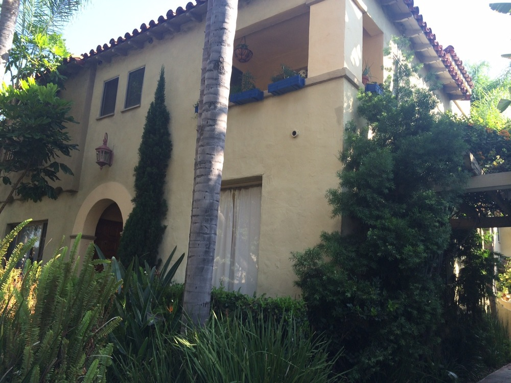 Beverly Grove 2-level Townhouse, 1 bedroom, patio, parking, February @ $2,750