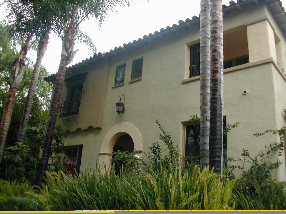 Fantastico 2-level townhouse, 1 bedroom, left front, $2,595