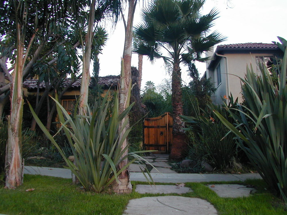 Fantastico Casita in Melrose District @ $2,150