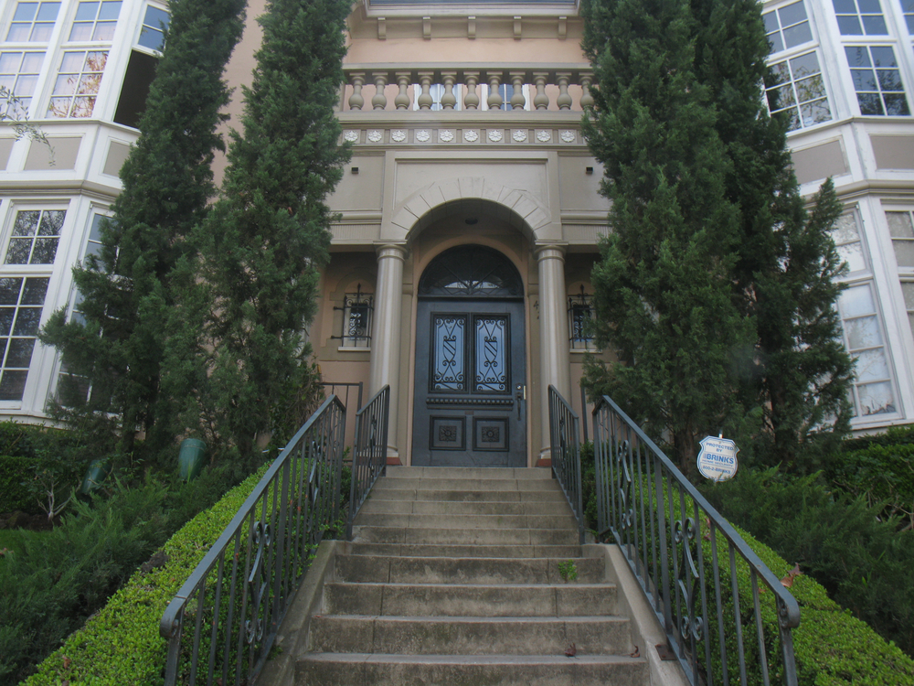 Grand Chateau Sycamore, lower-front-leftside, 2 Bed/1 Bath, hardwood, parking July @ $3,695
