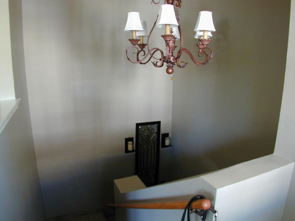 Glam upper, huge, dining, fireplace, balcony @ $2,750