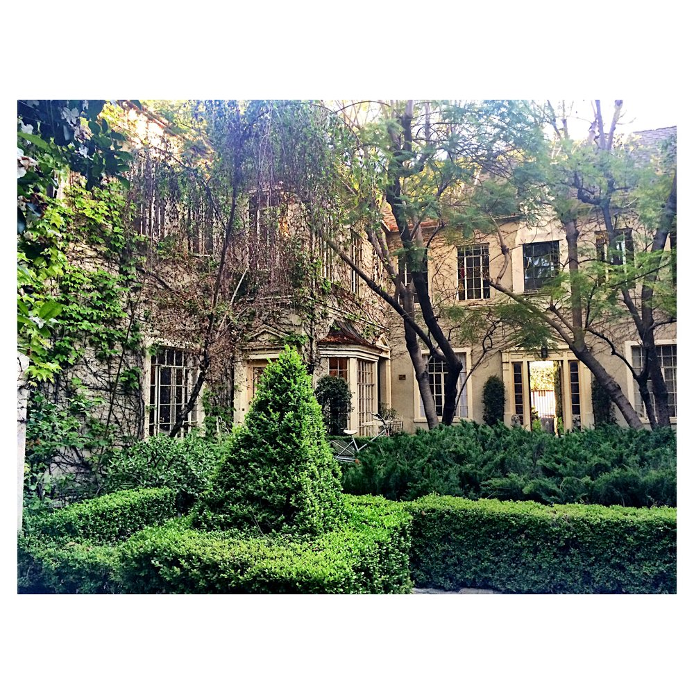 Chic large 2 Bed+2 Bath, upper back, historic Chateaux Olimpique, Beverly Center