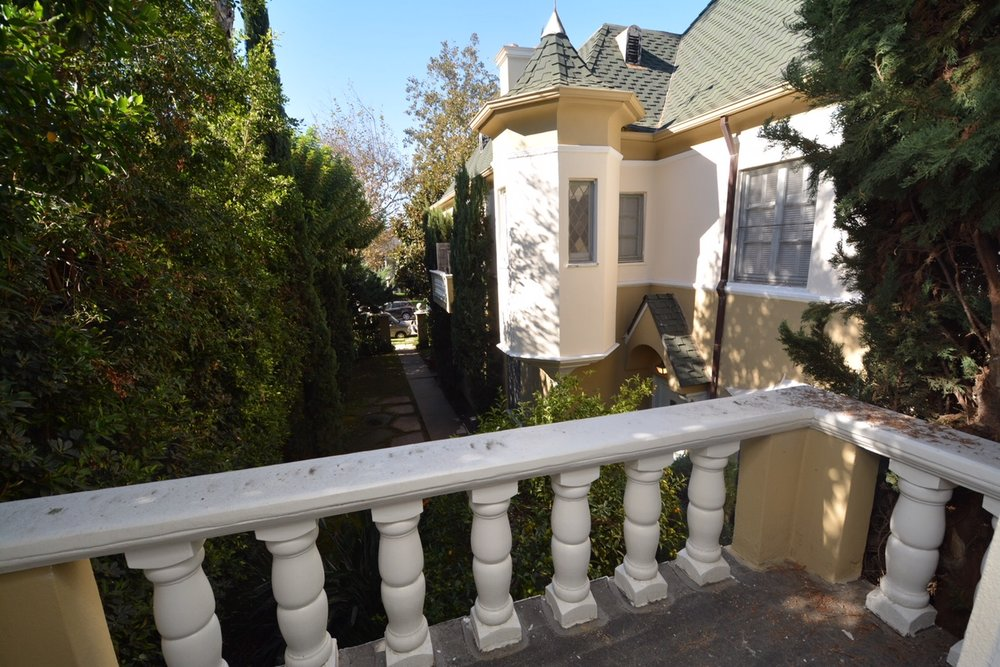 French Chateau 2 Bed/2 Bath/2-Level The Grove $3,450