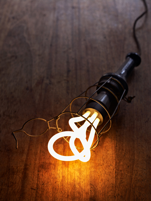 The plumen bulb - Making energy saving bulbs look old school cool