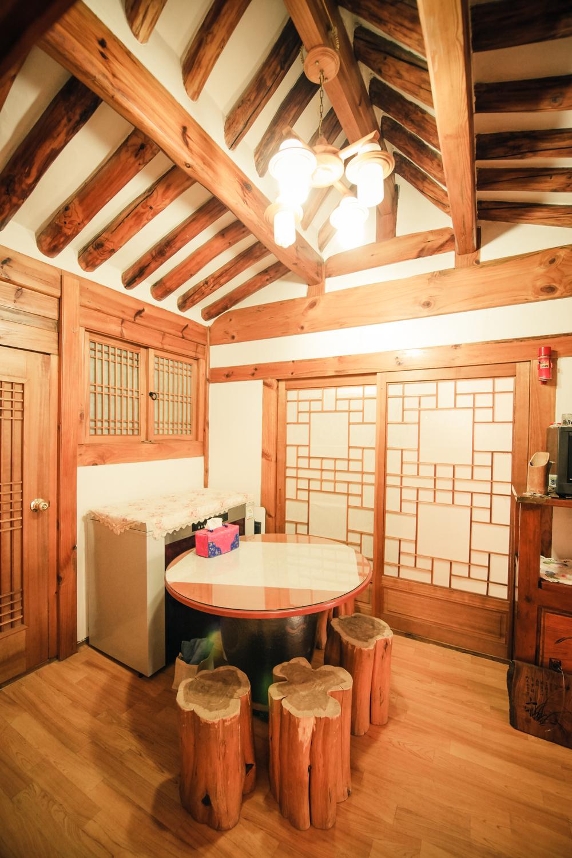 dining room IMG_1382.jpg