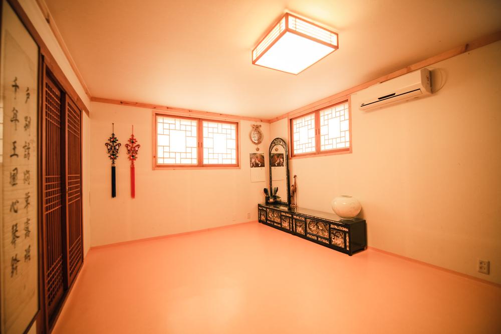 103 family room IMG_1378.jpg