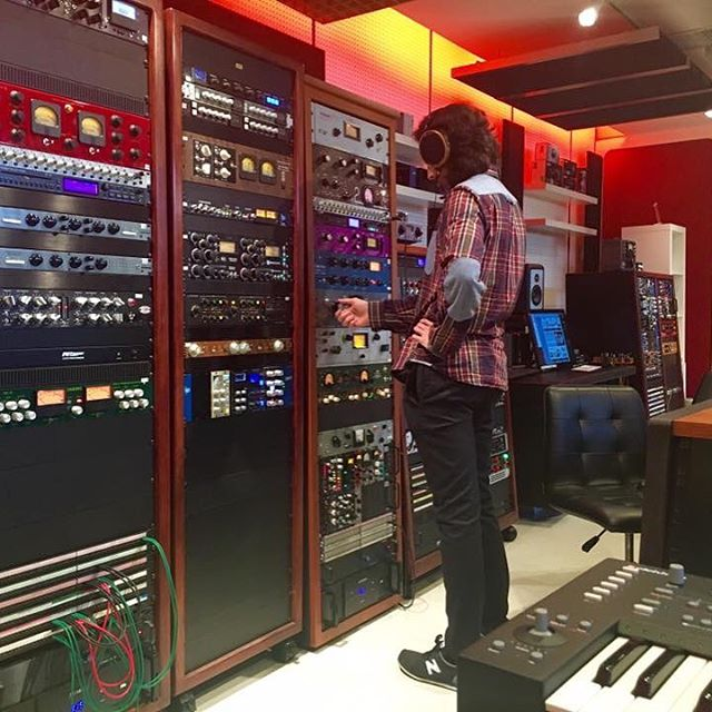 I'm in L.A. meeting great people and seeing where many of my favourite bands record and perform their music. Thanks to Dylan Wood, Nick Townsend and Pete Lyman for showing me around Infrasonic Mastering studios. - Lucas #studio #losangeles #masteringstudio #recording