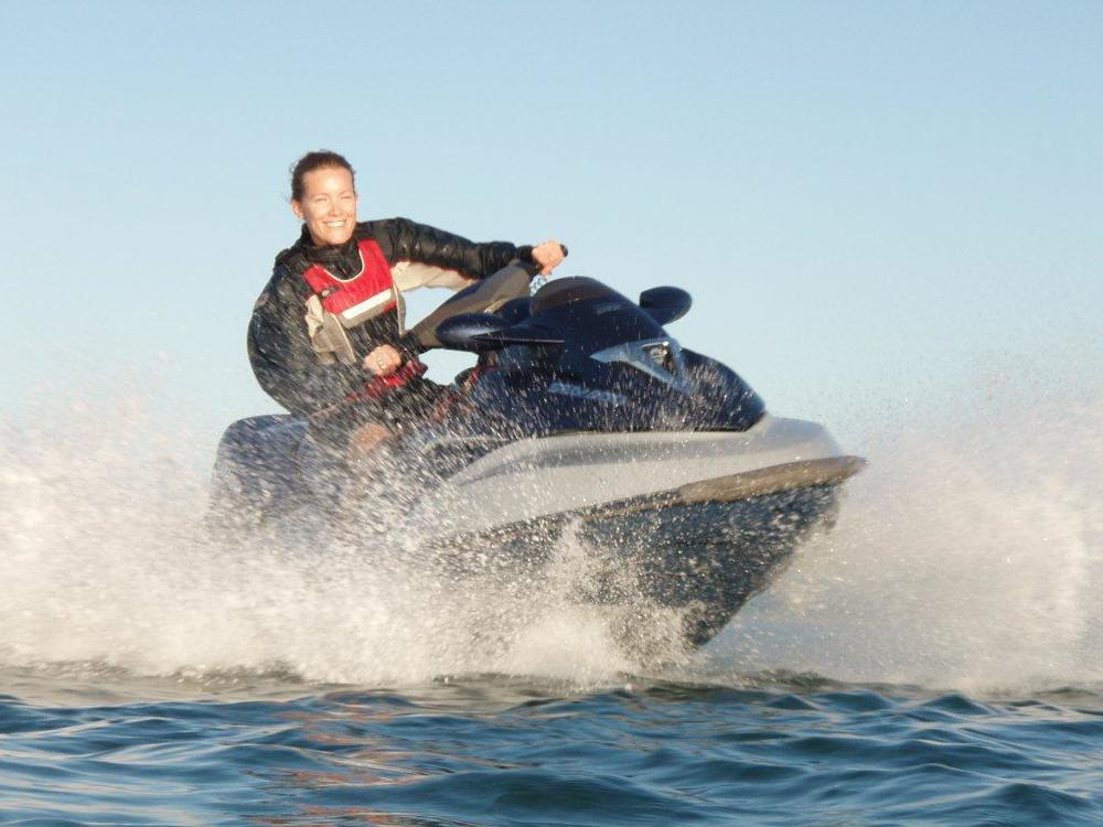 jetski girl turning.jpg