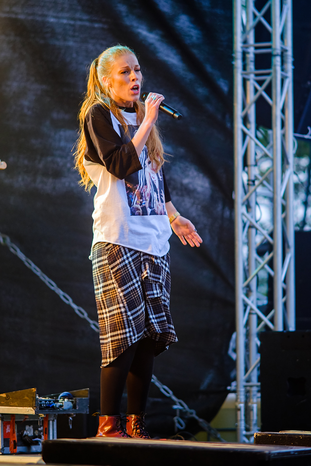 Gabrielle synger på Aronnesrocken 2014 på SpareBank 1 Scenen