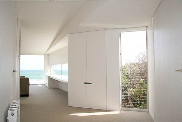 ocean-grove-contemporary-beach-house-by-warc-studio-01.jpg