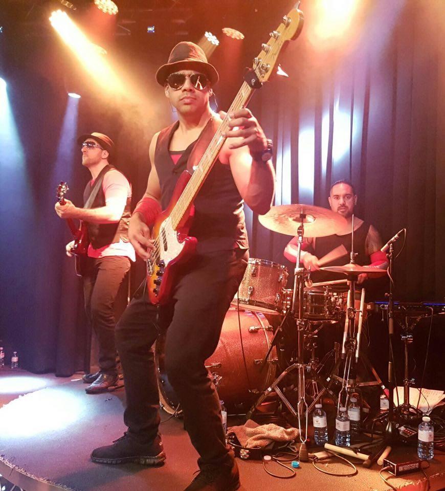 Bass1 @ Groove.jpg