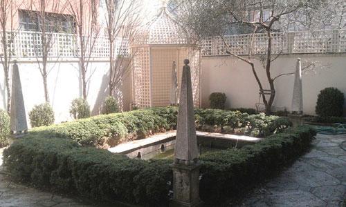 Gerald-Monolith-garden-sculptures.jpg