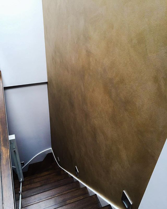Looking for some inspiration for your stairway? What do you think of this beautiful wall we did? Stunning bronze effect that's picks up the detail in the wooden stairs and brings the whole space alive. Simply incredible, if we do say so ourselves!