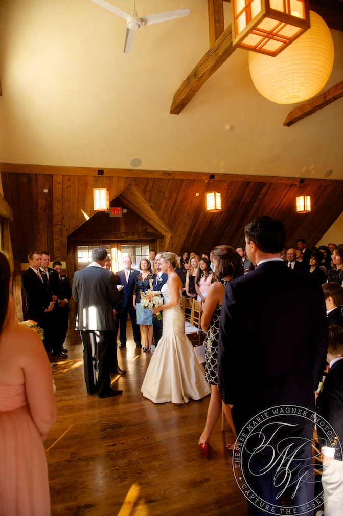 A classic and elegant wedding the Bedford Post Inn in Bedford, NY. This wedding was photographed by Julia Wagner and features classic bridal portraits and artistic photojournalism.