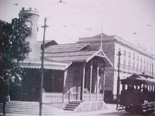A  Rua Barroso  foi o primeiro logradouro, em  Copacabana , a receber uma linha de bonde.
