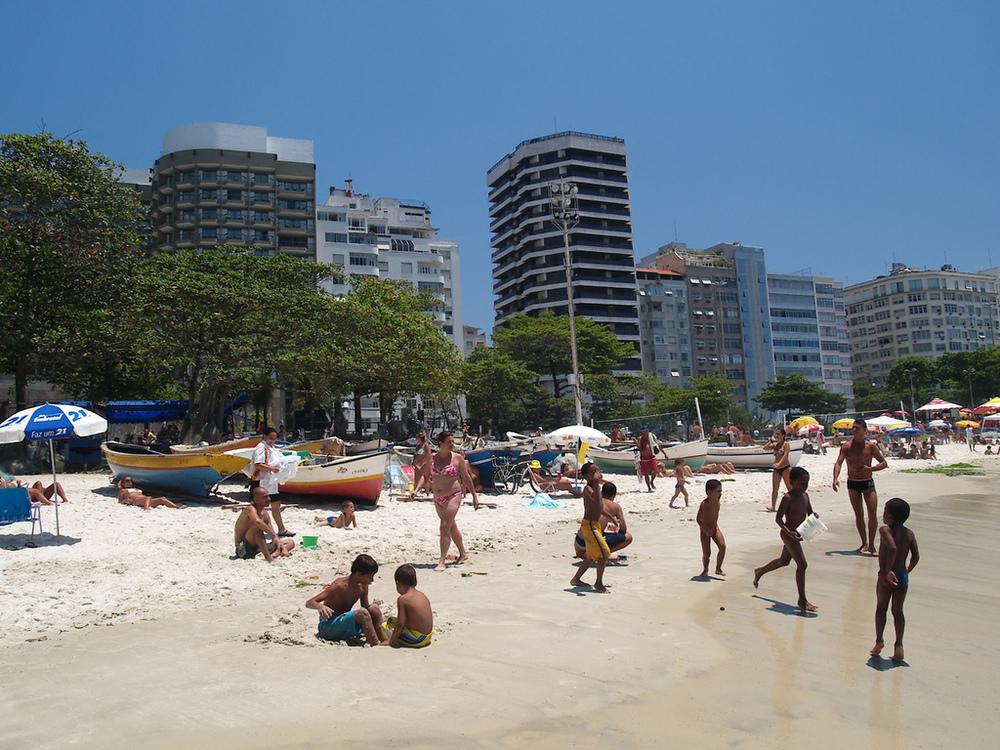 Barcos da Colônia de Pesca no Posto Seis em Copacabana