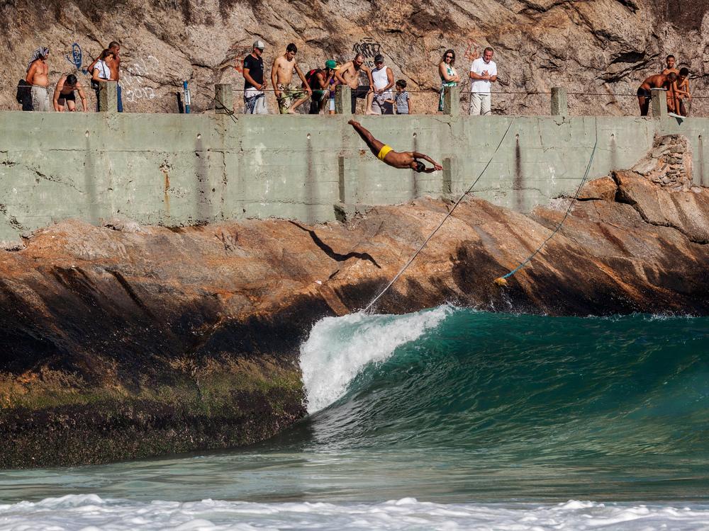 Além de pesca, de surfe e de um por do sol incrível a pedra do Leme também é ponto de mergulho!