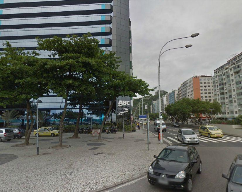 Esquina de Avenida Princesa Isabel com Avenida Atlântica na Praia de Copacabana