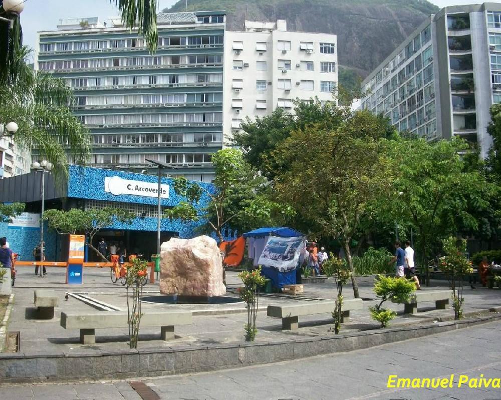 Existe uma estação do Metrô na Praça Cardeal Arcoverde