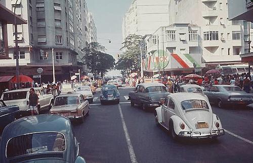 Figueiredo esquina com Avenida Copacabana anos 1970, repare na mão invertida em direção à praia!