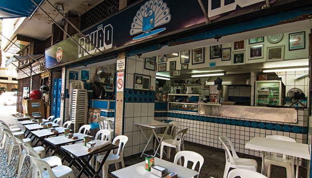 Pavão Azul na Rua Hilário de Gouveia esquina com Barata Ribeiro
