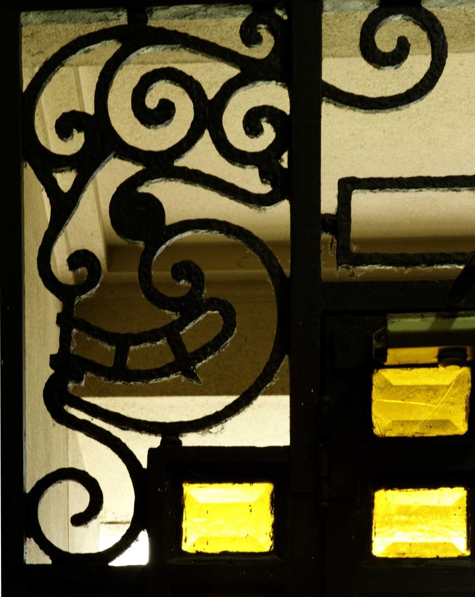 Portão na Rua Ronald de Carvalho, 21 do Edifício Ribeiro Moreira