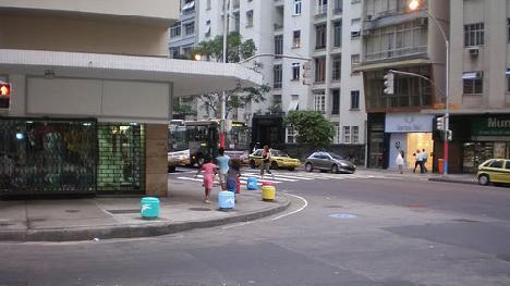 Rua Souza Lima esquina com Avenida Nossa Senhora de Copacabana