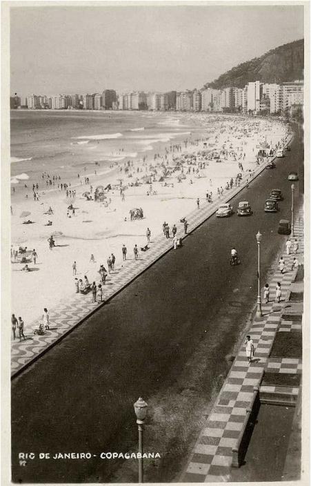 Praia de Copacabana nos anos 1950