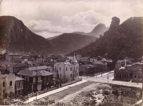 Rua República do Peru esquina com Avenida Nossa Senhora de Copacabana