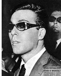 Ronaldo na saída do tribunal