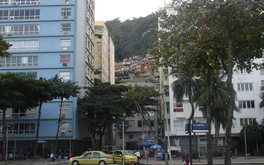 No  Leme  situam-se 13.800 residências e há uma população de 23 mil habitantes.