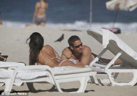 paul-walker-copacabana1.jpg