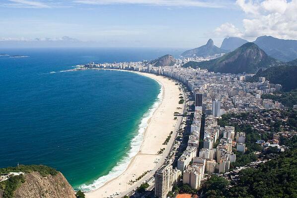 Foto panorâmica da Praia de #Copacabana no Rio de Janeiro