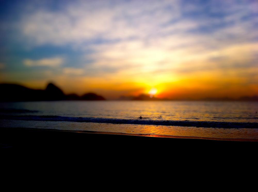 Sol nascendo em #Copacabana