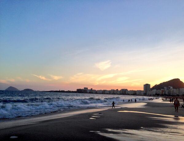 Por do sol na Praia de Copacabana
